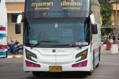 Conductor Bus de la mujer de la compañía de Sombattour Foto de archivo libre de regalías