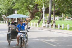 Conductor camboyano del tuktuk Fotografía de archivo