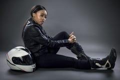 Conductor de coche de carreras o mujer o motorista femenina de truco Fotografía de archivo