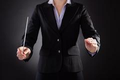 Conductor de orquesta de sexo femenino con el bastón Fotos de archivo libres de regalías