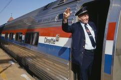 Conductor de tren que agita en el tren imagen de archivo libre de regalías