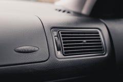 Conductor del aire en el coche parrilla del acondicionador fotos de archivo libres de regalías
