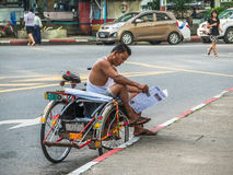 Conductor del triciclo en Rangún, Myanmar Imagen de archivo libre de regalías