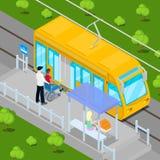 Conductor Helping Disable Man de la tranvía en la silla de ruedas a entrar en el carro Gente isométrica de la incapacidad Imagen de archivo