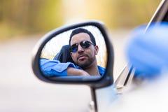 Conductor latinoamericano joven que conduce su nuevo coche Imágenes de archivo libres de regalías