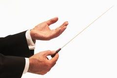 Conductor que dirige a una orquesta Imagen de archivo libre de regalías