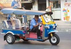 Conductor tailandés del tuktuk, Bangkok Foto de archivo libre de regalías