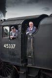 Conductor y bombero en cabina del tren del vapor Foto de archivo