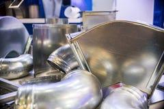 Conductos de ventilación del metal Accesorios para la reparación de los sistemas de ventilación Fotos de archivo