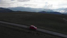 Conduire la voiture sur la route à la montagne Belle route de montagne d'?t? clips vidéos
