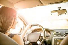 Conduire le véhicule image libre de droits