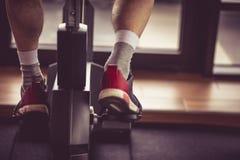 Conduire le vélo photographie stock libre de droits