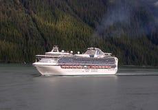 Conduisant à vitesse normale la canalisation intérieure, l'Alaska Photographie stock