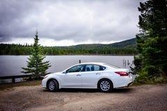 Conduisant dans la région sauvage, Canada photos stock
