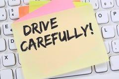 Conduisez conduire soigneusement des affaires de papier à lettres du trafic d'accident de voiture Images libres de droits