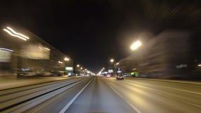 Conduisez par le trafic des voitures dans la ville de Moscou clips vidéos