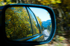 Conduisez par les montagnes photographie stock