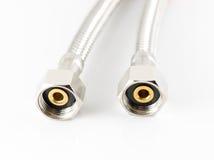 Conduite d'eau élastique de fibre en métal avec des connecteurs Image libre de droits