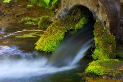 Conduite d'eau rustique Images libres de droits