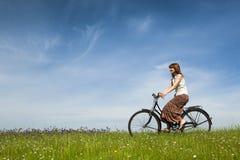 Conduite d'une bicyclette Photos libres de droits