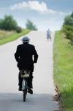 Conduite d'une bicyclette Photo libre de droits