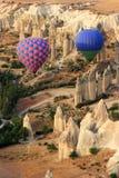 Conduite de Balloom d'air chaud au-dessus de Cappadocia Image stock