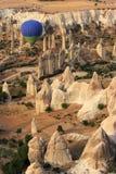 Conduite de Balloom d'air chaud au-dessus de Cappadocia Images stock