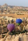 Conduite de Balloom d'air chaud au-dessus de Cappadocia Photographie stock libre de droits