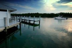 Conduite de bateau de coucher du soleil image libre de droits