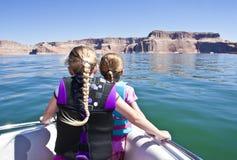 Conduite de bateau sur le beau lac Powell Photos libres de droits