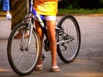 Conduite de bicyclette Photographie stock libre de droits