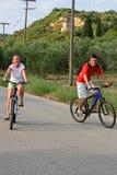 Conduite de bicyclette images libres de droits