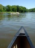 Conduite de canoë de fleuve Images libres de droits