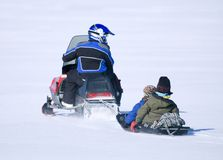 Conduite de Snowmobile Photos stock