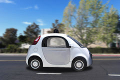 Conduite de véhicule driverless auto-motrice autonome sur la route Photographie stock libre de droits
