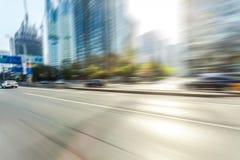 Conduite sur la route, tache floue de mouvement photos stock