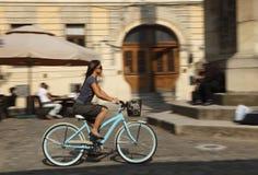 Conduite urbaine de bicyclette Images libres de droits