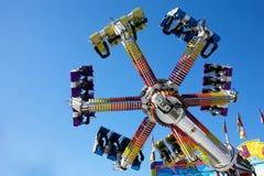 Conduites de parc d'attractions images stock