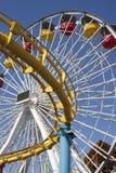 Conduites de tressaillement d'amusement de carnaval de pilier de Santa Monica photos stock