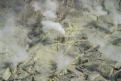 Conduits actifs de soufre d'Owakudani au volcan de Fuji, Japon image libre de droits