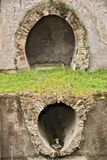 Conduits d'?gout romains Excavations arch?ologiques photographie stock