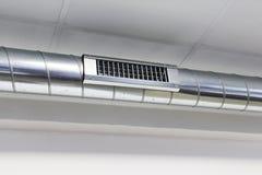 Conduits d'air de conduit et pour le dispositif de climatisation Photo stock