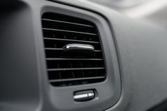 Conduits modernes d'état d'air de voiture Photos stock