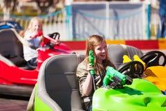 Condução dos adolescentes carros abundantes Fotos de Stock Royalty Free
