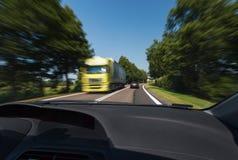 Condução durante boas condições meteorológicas Imagens de Stock