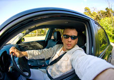 Condurre un'automobile Immagine Stock