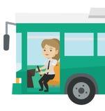 Condutor de ônibus caucasiano que senta-se no volante ilustração royalty free