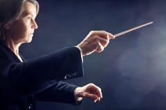 Conduttore di orchestra sinfonica fotografie stock