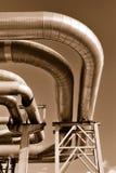 Condutture industriali sul tubo-ponticello Immagini Stock