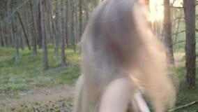 Conduz pela mão através da floresta filme